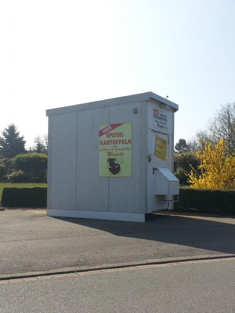 Der Kartoffelautomat von Süderheistedt im Kreis Dithmarschen.