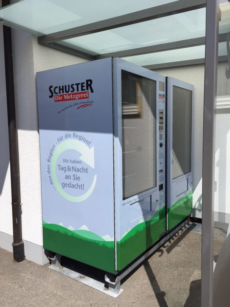 Die beiden Automaten stehen in einem wind-, wetter- und vor allem sonnengeschützten Bereich