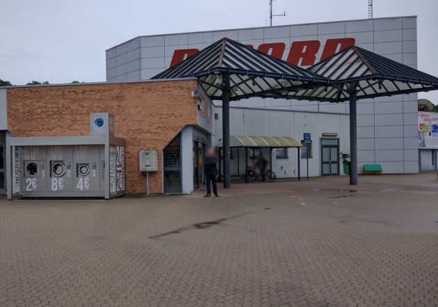 Vor einem Supermarkt in Frankreich hat der Landstuhler einen riesigen Automaten entdeckt.