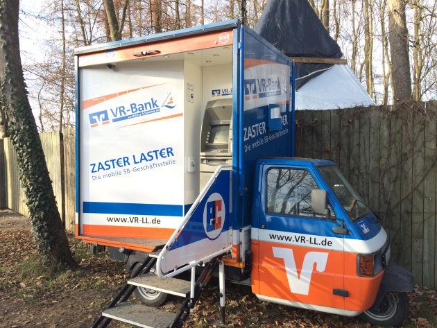 Dieser mobile Zaster-Laster stand vor dem Weihnachtsmarkt in Kaltenberg