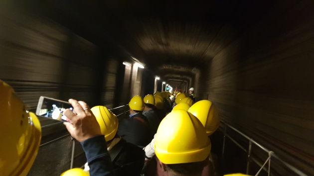 Bild Ein Cabrio-Wagon einer U-Bahn im Tunnel